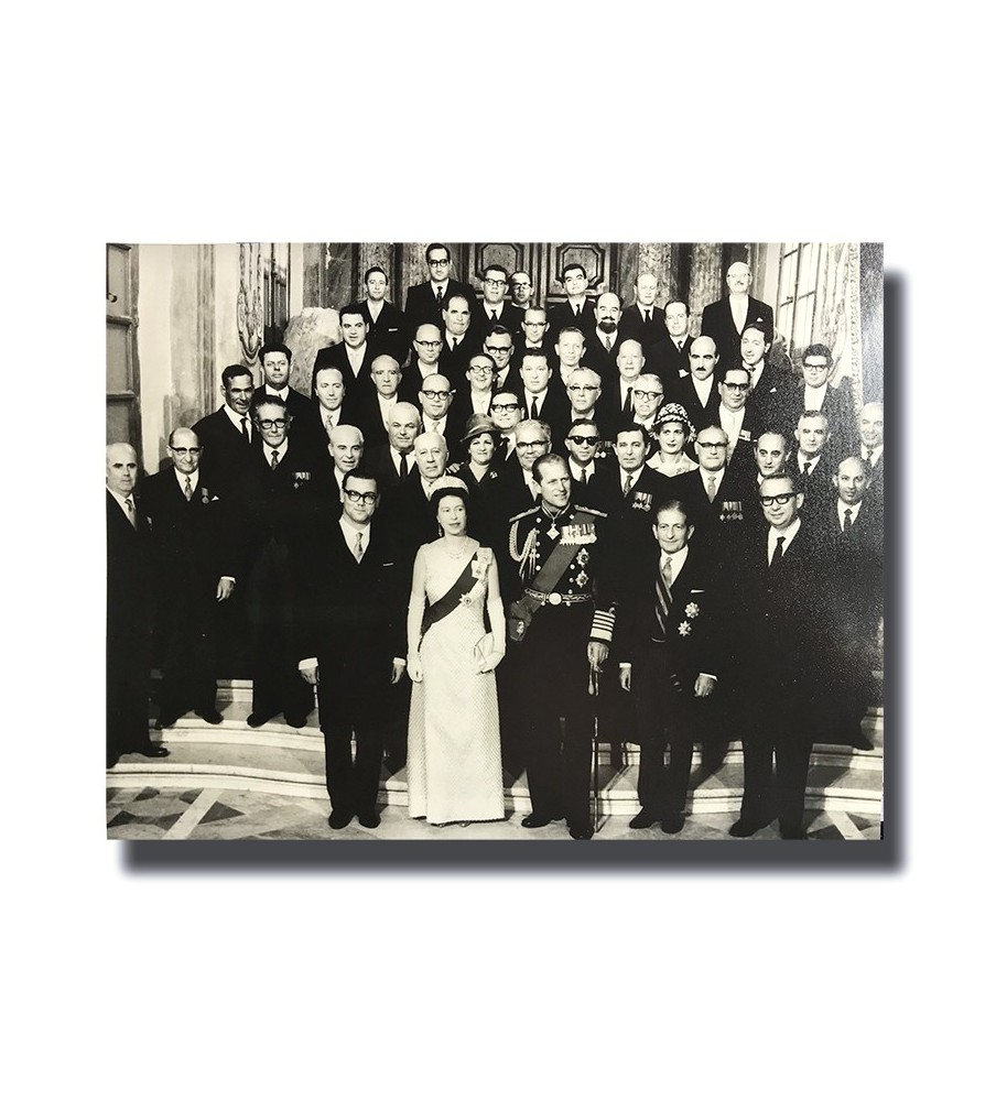 Malta Photograph Queen Elizabeth with Maltese Head of State and Cabinet