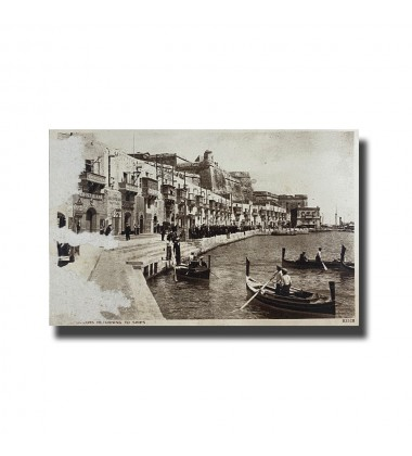 Malta Postcard - Sailors Returning To Ships, Made in England